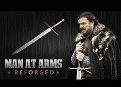 Enlace a Forjan la espada de Ned Stark y el resultado es brutal