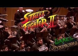 Enlace a JUSTO EN LA INFANCIA: Sinfonía en honor al Street Fighter II con todos sus temas