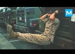 Enlace a Él es Michael Eckert, es marine estadounidense y este es su espectacular entrenamiento