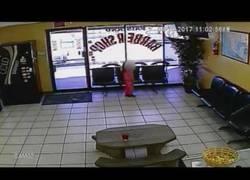 Enlace a Niña de cuatro años sobrevive a un tiroteo en una peluquería en USA