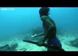 Enlace a El superhumano filipino que bucea bajo 20 metros sin ningún tipo de ayuda