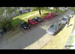 Enlace a Prepara palomitas y toma asiento: La odisea de esta chica para salir del parking