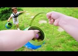 Enlace a A bordo de este niño de tres años en una carrera por los huevos de Pascua [Inglés]