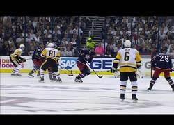 Enlace a Werenski recibe la pastilla de hockey en toda la cara y tiene pinta de doler y mucho