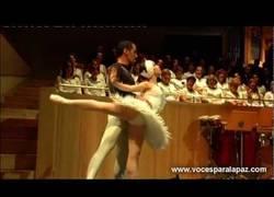 Enlace a El lago de los Cisnes de Tchaikovsky preciosa obra muy usada en el cine