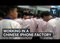 Enlace a Este asiático nos cuenta su experiencia trabajando mientras ensamblaba iPhones