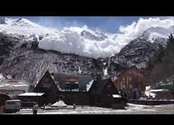 Enlace a Y de repente, una enorme avalancha en el Monte Elbrus en Rusia