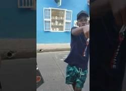 Enlace a Estos chicos son la auténtica sensación en Colombia con su carisma mientras rapean