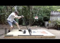 Enlace a Destruyendo objetos con una enorme trampa para ratones
