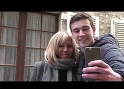 Enlace a Ella es Brigitte, la esposa de Macron, 24 años más mayor que él