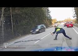 Enlace a Así detuvo este policía a un conductor bajo los efectos de las drogas