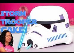 Enlace a Creando una tarta hiperrealista de un Stormtrooper