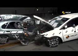 Enlace a Así es el impacto de un Toyota Corolla del 1998 vs uno del 2015