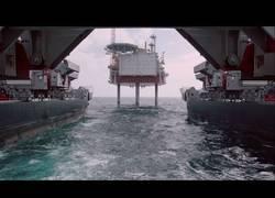 Enlace a Mira cómo se transporta una plataforma de 13 mil toneladas