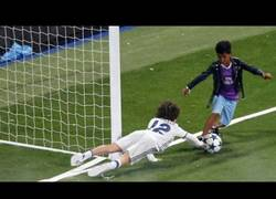 Enlace a Cristiano Jr maravilla al Mundo entero y al Bernabéu con este regate al estilo de su padre