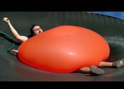 Enlace a La gran explosión de este globo de agua en Super Slow Motion
