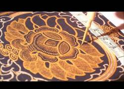 Enlace a El antiguo arte coreano para reproducir los sutras, en tinta de oro y plata