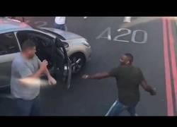 Enlace a La brutal pelea en la que se enzarzaron en plena calle de Londres