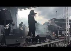 Enlace a El policía que disfrutó como un fan más en el concierto de Slipknot