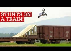 Enlace a Haciendo locuras sobre trenes en marcha