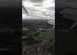 Enlace a El fuerte aterrizaje de un avión de Ryanair que dejó sin ganas a los pasajeros de volver a subirse a