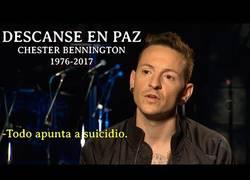Enlace a Muere ahorcado Chester Bennington vocalista de Linkin Park