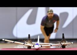 Enlace a La increíble habilidad de los Dude Perfect con una avioneta