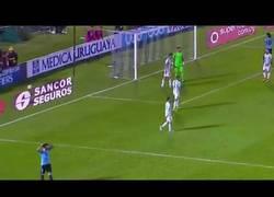 Enlace a Messi y el gran pase que le dio a Suárez para casi marcar para Uruguay