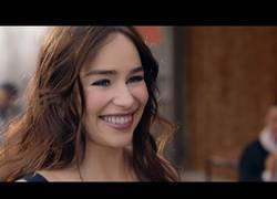 Enlace a La cara más simpática y graciosa de Emilia Clarke reflejada en el nuevo anuncio de Dolce & Gabanna