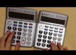 Enlace a Quién se iba a imaginar que DES-PA-CI-TO tocado con calculadora podría sonar tan bien