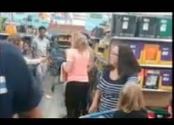 Enlace a La tremenda pelea en un supermercado por comprar un cuaderno para el colegio
