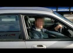 Enlace a Trolea a todos los conductores que usan el móvil con el volante en las manos