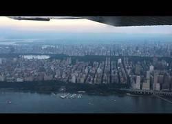 Enlace a Se subió en avión para superar su miedo a volar pero algo sucedió inesperadamente
