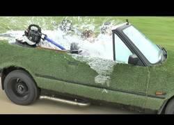 Enlace a Colin Furze crea un coche-jacuzzi, con barbacoa incluida