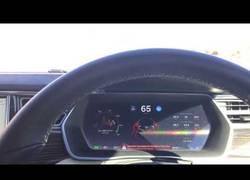 Enlace a Esto es lo que sucede cuando te quedas dormido en un Tesla con el piloto automático