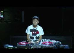 Enlace a Se hace llamar DJ RENA y ha llegado a la final del mundial de DJ con 12 años