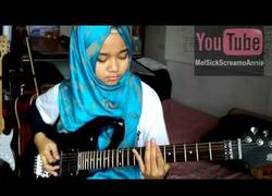 Enlace a Esta niña con hijab sorprende al mundo tocando Metal