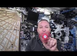 Enlace a ¿Cómo giran los fidget spinner en el espacio?