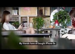 Enlace a Graban el momento en el que esta joven subasta su virginidad a cambio de un iPhone 8