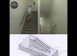 Enlace a Este tío sube escaleras y aparece misteriosamente en el mismo lugar