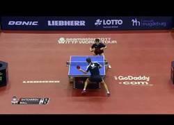 Enlace a Imposible no disfrutar de este frenético duelo entre 2 de los mejoreres jugadores de tenis de mesa actuales