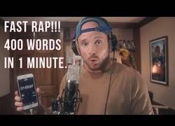 Enlace a Este rapero lanza 400 palabras en 1 minuto muy épico
