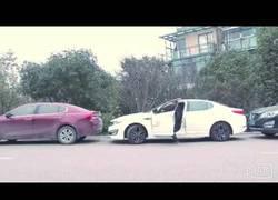 Enlace a El peor problema al sacar el coche de un lugar demasiado estrecho