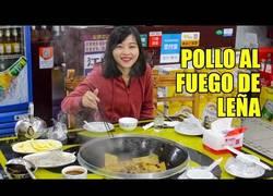 Enlace a Probando el estofado de pollo al fuego de leña típico de China