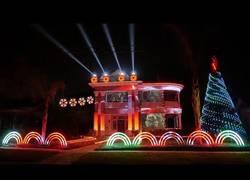 Enlace a El alucinante show de luces navideño con una ambientación de Star Wars
