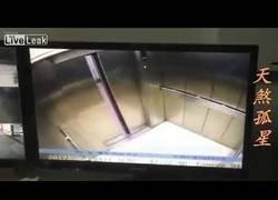 Enlace a El tremendo accidente que sufrió esta mujer en un ascensor en el que perdió una pierna