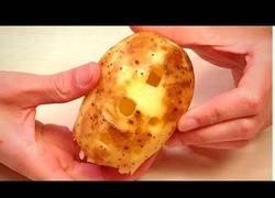 Enlace a Pela una patata en forma de flauta y se toca la mítica canción Sandstorm