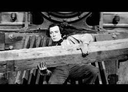 Enlace a La época donde Buster Keaton se jugaba la vida en las películas al no existir grandes tecnologías