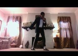 Enlace a Aunque vaya con pantalones ADIDAS, puede que sea el mejor imitador de Michael Jackson de la historia