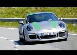 Enlace a La experiencia de pilotar un Porsche 911R y un Peugeot 2015 Rallyes